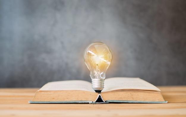 知識と知恵 Premium写真