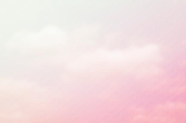 白とピンクの雲と水の色のペーパーオーバーレイ Premium写真