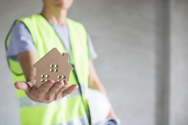 不動産コンセプト、エンジニアホールディングモデル、検査建物 Premium写真