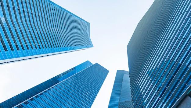 視点外装パターン青いガラスの壁のモダンな建物。 Premium写真