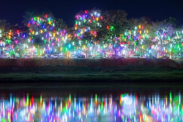 カラフルな光抽象的な円形のボケの背景。 Premium写真