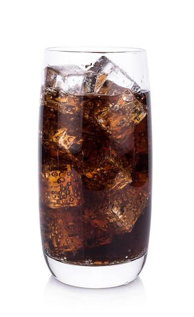 分離されたアイスキューブとガラスのコーラ Premium写真
