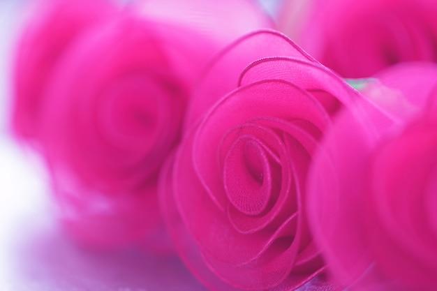 Красочная розовая цветочная ткань с градиентом для фона Premium Фотографии