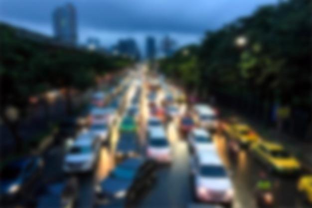 バンコクでぼやけて背景交通渋滞 Premium写真