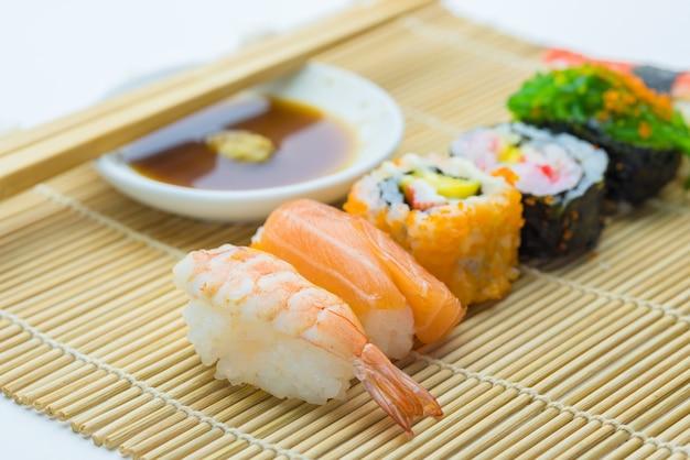 Суши - традиционное японское блюдо