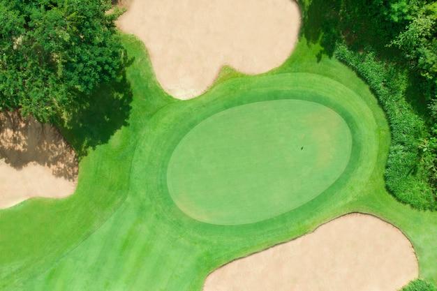 ゴルフ場の空撮 Premium写真