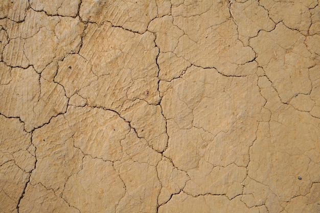 Текстура сухой потрескавшейся почвы Premium Фотографии
