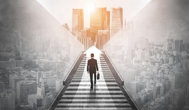 Амбициозный деловой человек поднимается по лестнице к успеху. Premium Фотографии