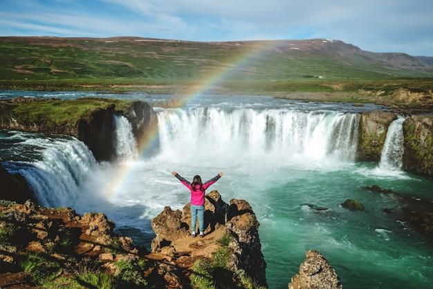Водопад годафосс на севере исландии. Premium Фотографии