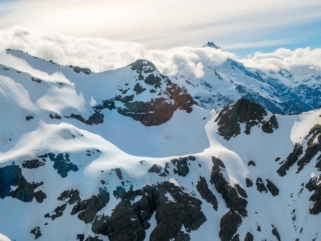 雪山範囲の冬の風景 Premium写真