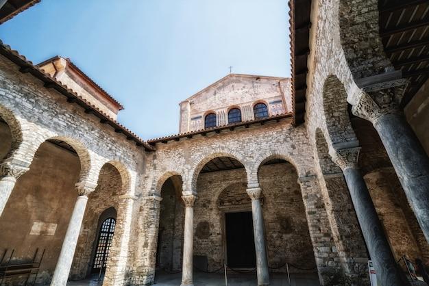ポレッチ、イストリア、クロアチアのエウフラシウス聖堂。 Premium写真