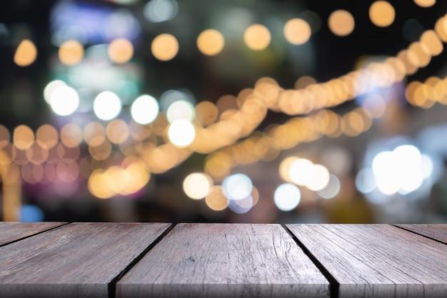 Пустая деревянная столешница с боке огни Premium Фотографии