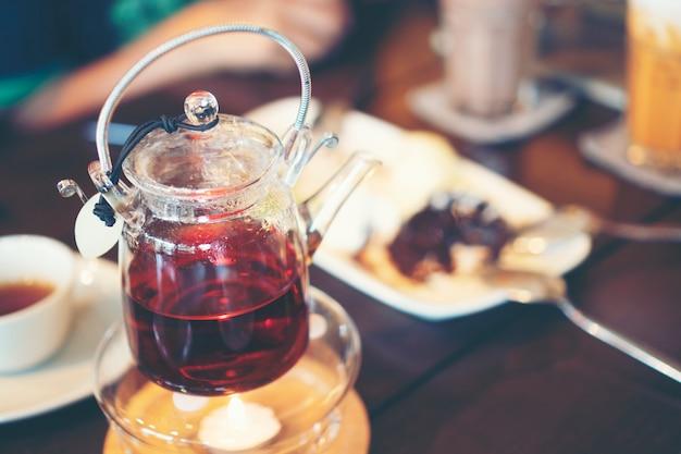 カフェでの食べ物や飲み物 Premium写真