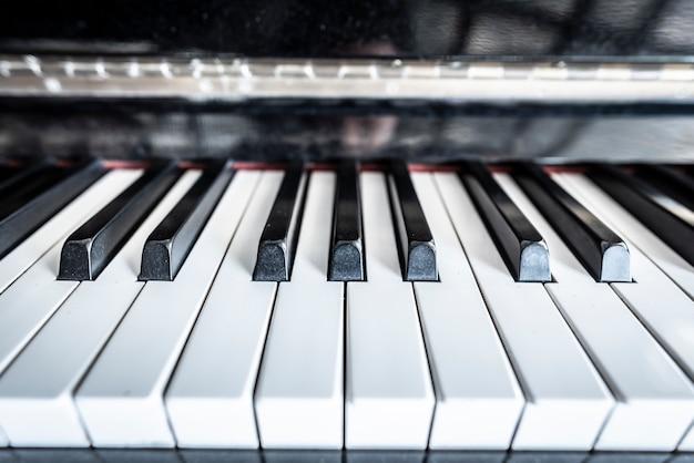 ピアノキーボードの背景 Premium写真