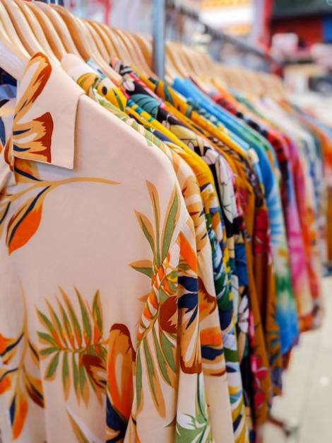 お店でハワイアンシャツ Premium写真