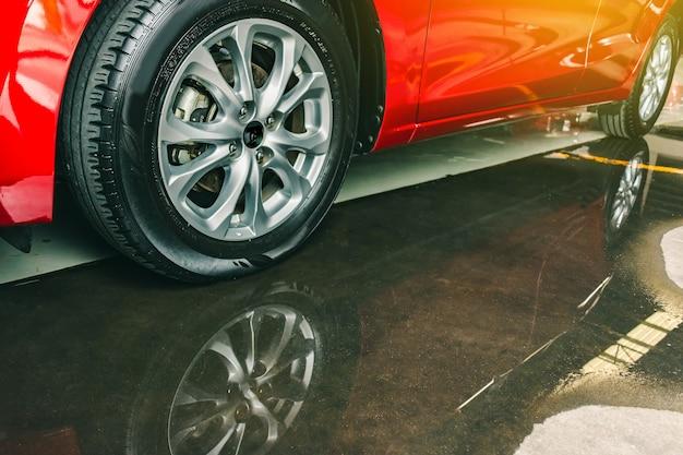 ゴム製タイヤ付きサスペンション Premium写真