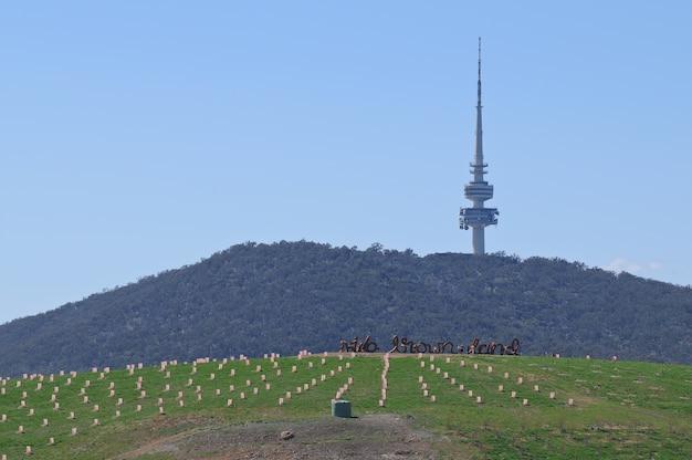 オーストラリアのキャンベラにあるテルストラ無線通信塔 Premium写真