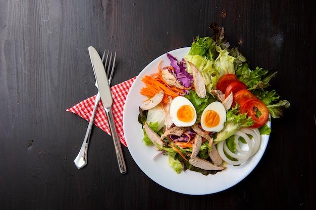 野菜、サラダ、木製、テーブル Premium写真