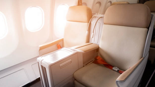 Красивый вид из бизнес-класса самолета Premium Фотографии