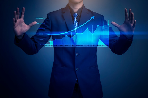 グラフを描くビジネスマンのクローズアップ画像 Premium写真