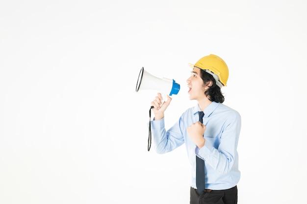 エンジニアの若い男性がメガホンを発表しています Premium写真