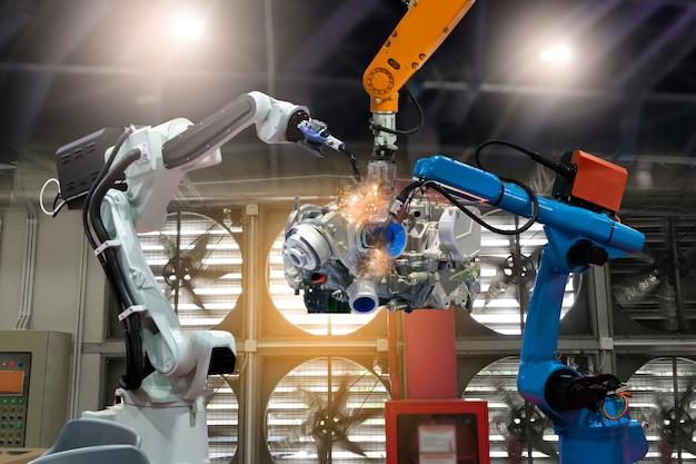 制御自動化ロボットが工場部品の生産を準備 Premium写真