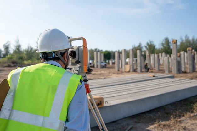 測量位置コンクリート杭チェック Premium写真