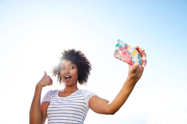 若い、アフリカ、アメリカ人、女、身に着けている、セルフ、電話 Premium写真