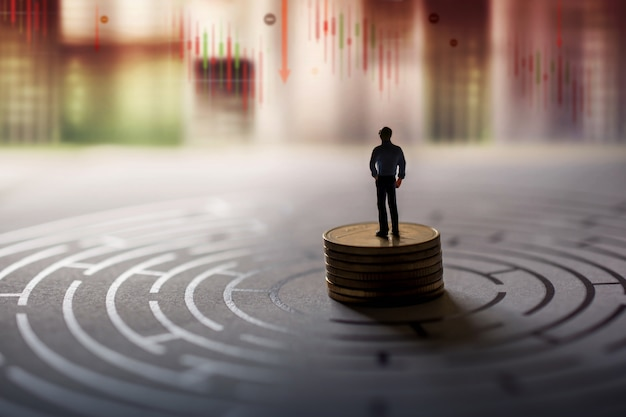 金融または経済危機の概念におけるリーダーのビジョン。株式マーケティンググラフがクラッシュしてダウン Premium写真
