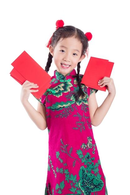 赤い色の伝統的な衣装で小さな中国の女の子 Premium写真