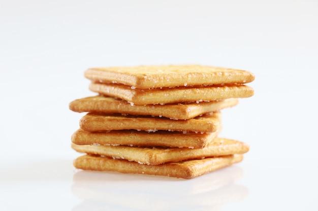 Изолированные крекер закуска десерт печенье с сахаром на белом фоне Premium Фотографии