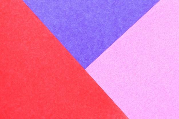 デザインと装飾のための抽象的な赤、ピンク、青の色紙の背景 Premium写真