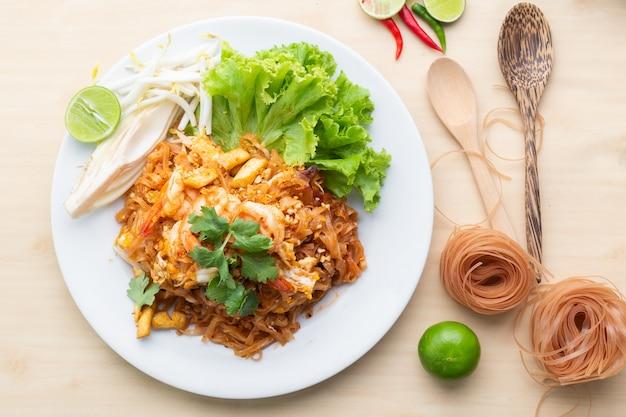 エビ入りデリシュース玄米麺 Premium写真