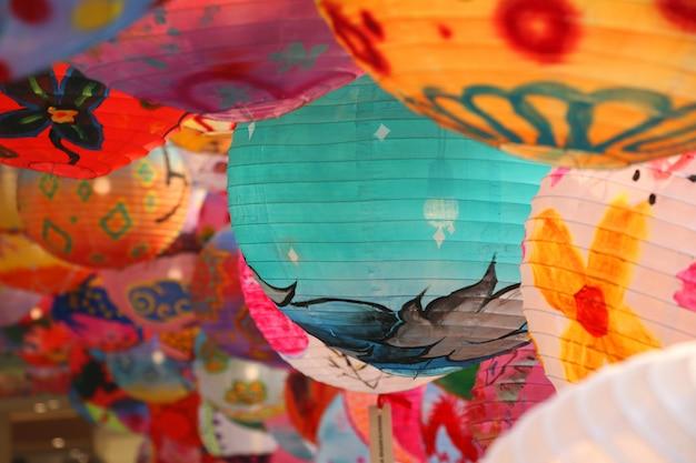 Китайский фонарь красочное украшение ручной работы на китайском новогоднем фестивале Premium Фотографии