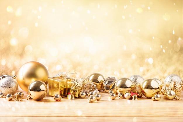 メリークリスマスとゴールドカラー他の装飾と幸せな新年のコンセプト Premium写真