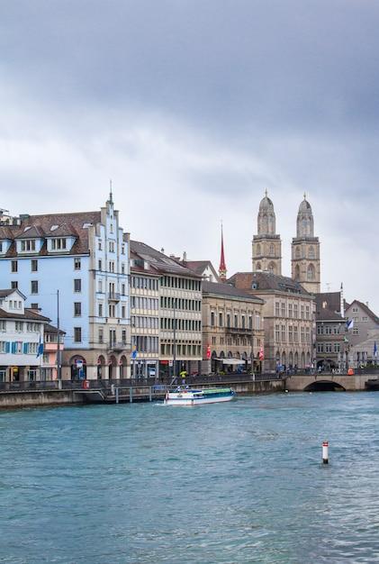 チューリッヒ建築、湖 Premium写真