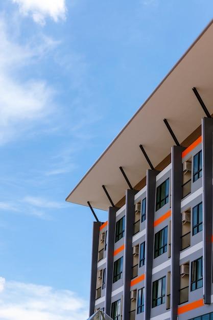 近代的な新商業マンション、マンション建物 Premium写真