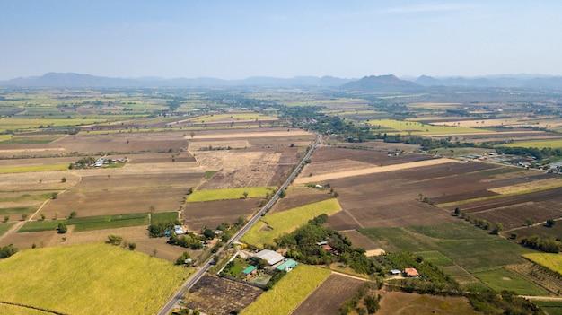 サトウキビ栽培地の整備 Premium写真