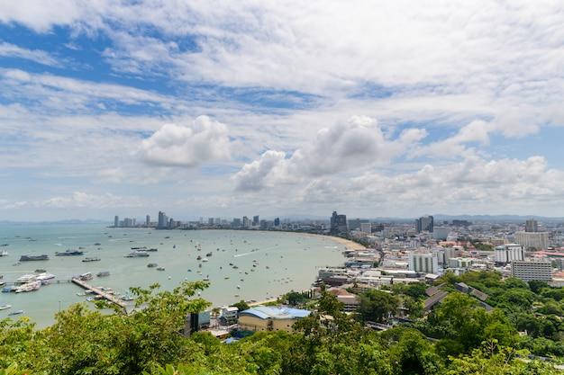 プラタムナックヒルからのパタヤ湾の眺め。 Premium写真