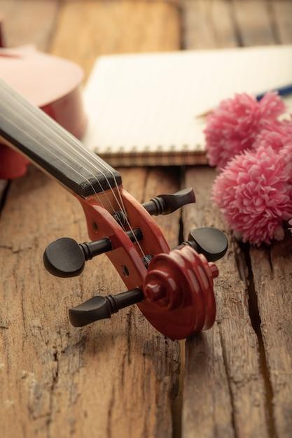 クローズアップショットヴァイオリンオーケストラ楽器ビンテージトーン処理 Premium写真