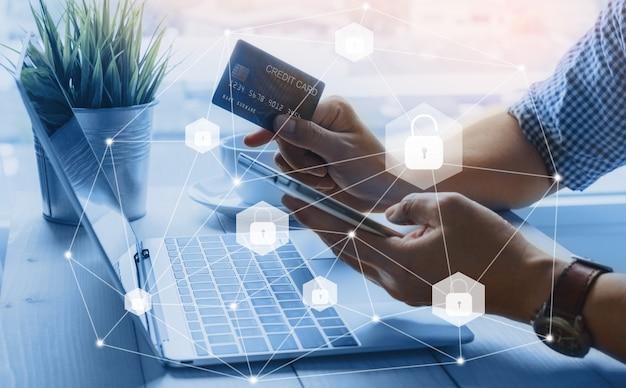クレジットカードのデータセキュリティでスマートフォンでのオンラインショッピングのロックを解除 Premium写真