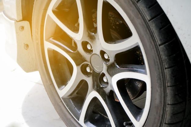 車のクリーニングと屋外の洗浄 Premium写真