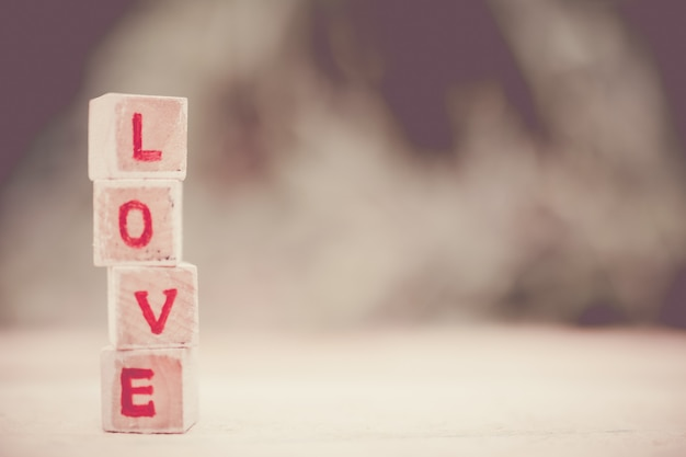 木製のブロックで書かれたメッセージが大好きです。 Premium写真