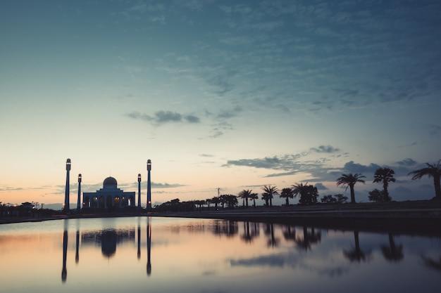 日没時のモスク Premium写真