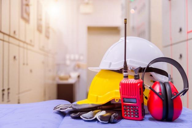 制御室の標準的な建設安全装置、建設および安全コンセプト。 Premium写真