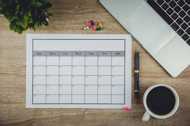 カレンダープラン毎月ビジネスや活動をしています。 Premium写真