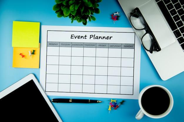 イベントプラン毎月ビジネスや活動をしています。 Premium写真