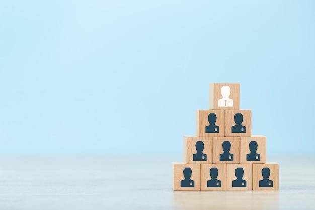 今日の非常に活発なビジネス慣行で成功するためのビジネス戦略。 Premium写真