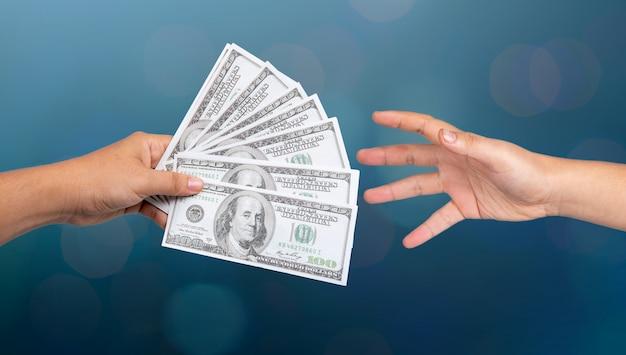 お金を示す実業家 Premium写真