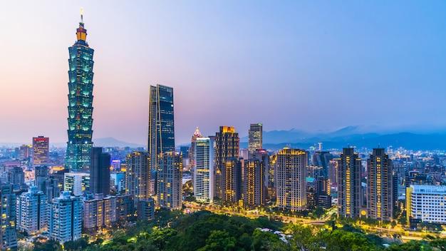 Тайвань город в сумерках Premium Фотографии